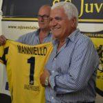 Juve Stabia – Vespe in crisi, i tifosi attaccano Manniello. Bottiglia contro l'auto del patron